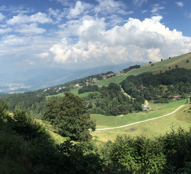 Verde panorama sulle montagne, location dell'inter summer camp Trentino