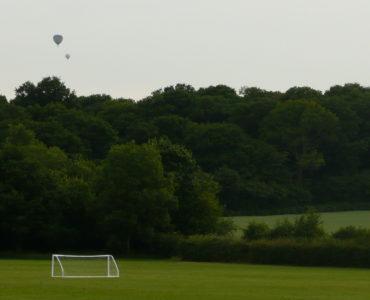campus estivi di calcio in Inghilterra, il campo da calcio immerso nel verde della campagna inglese