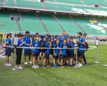 Gita allo stadio per i partecipanti dell'Inter Summer Camp